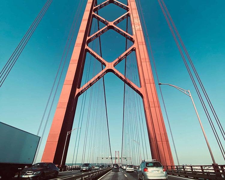 Circuler sur le pont du 25 avril n'est possible qu'en voiture ou en scooter min 125 cc