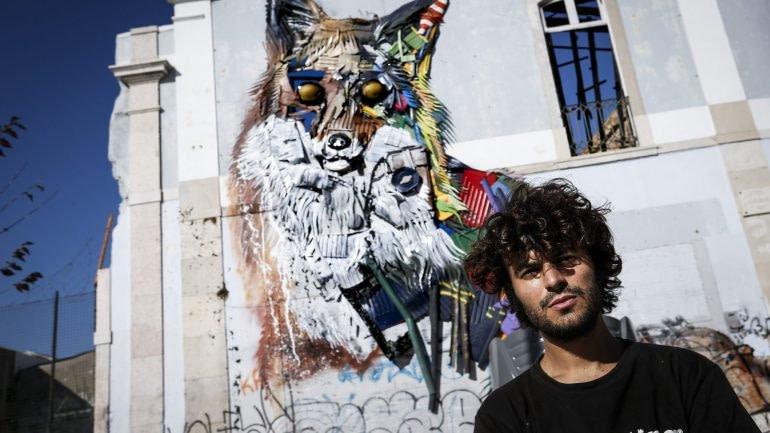 Bordalo II, artiste street-art à Lisbonne célèbre pour ses oeuvres réalisées à partir de déchets.