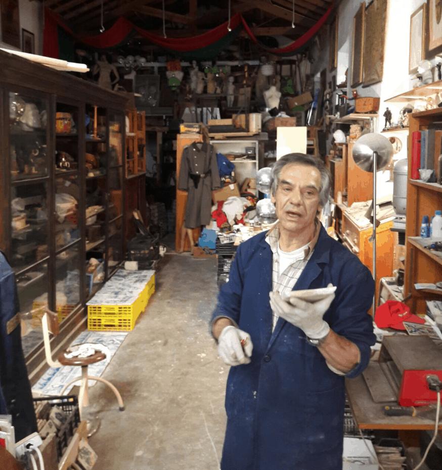 Carlos, le meilleur restaurateur de faience ancienne du Portugal, aujourd'hui décédé