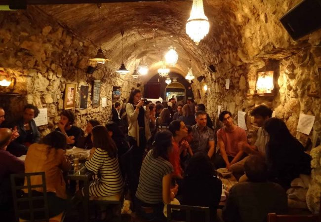 Brasserie américaine Quimera Brewpub située à Santos à Lisbonne ans un tunnel menant à Tapada das Necessidades