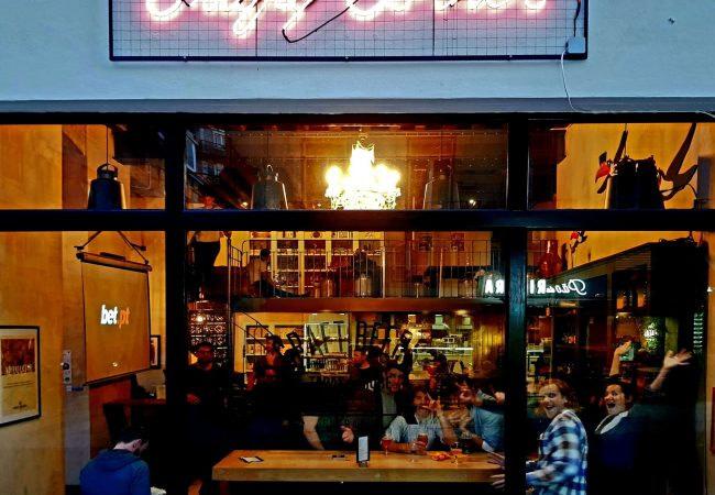 Crafty Corner un excellent bar à bières artisanales de Lisbonne sur Cais do Sodre.