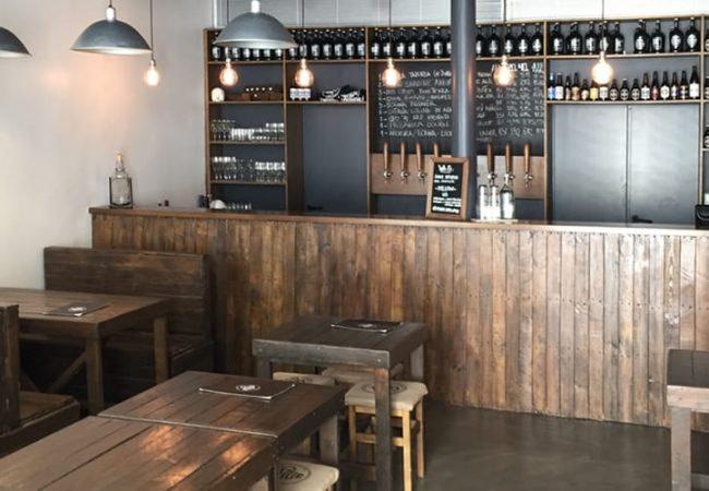 Intérieur de la brasserie Cerveja do Duque, située à Calçada do Duque dans le quartier du Chiado à Lisbonne