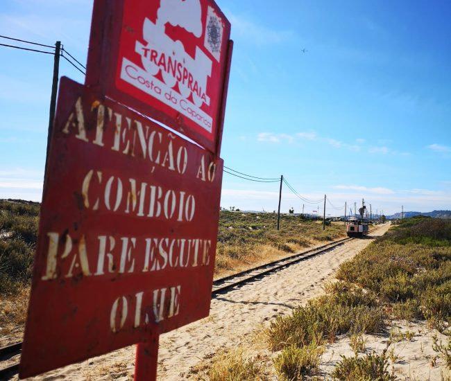 Transpriaa est le train qui longe les plages de la costa da Caparica
