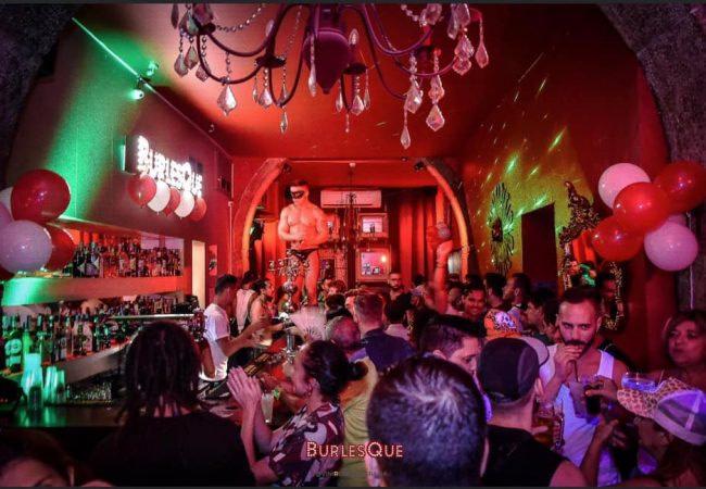 Burlesque Club Lisbon est un bar cabaret gay-friendly situé dans le quartier du Bairro Alto