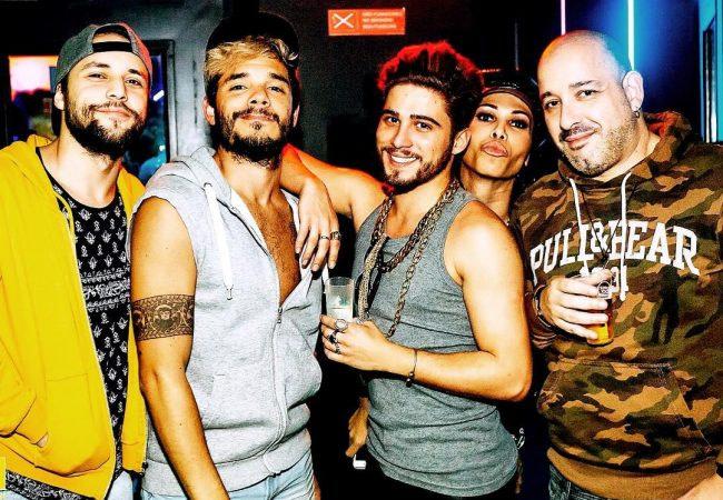 Friends est un bar gay à cocktails situé dans le quartier du Bairro Alto