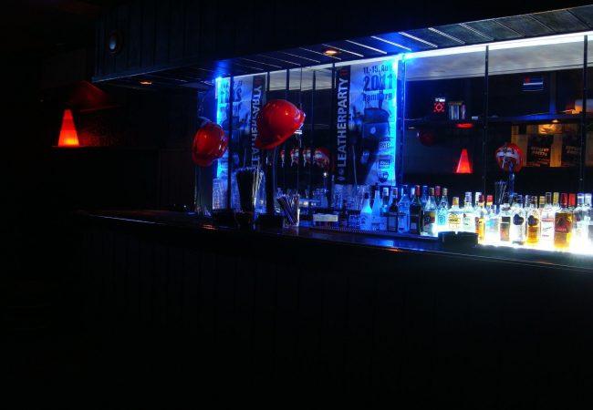 Woof X est un bar gay érotique de Lisbonne, aussi chaud que Bar Cru